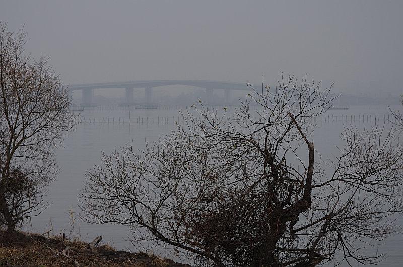 朝もやの琵琶湖大橋