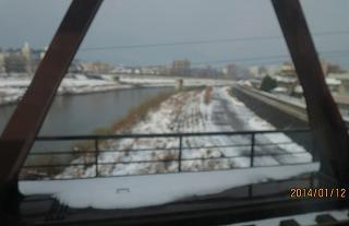 車中から足羽川