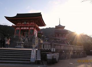 清水の山門(朝早く)