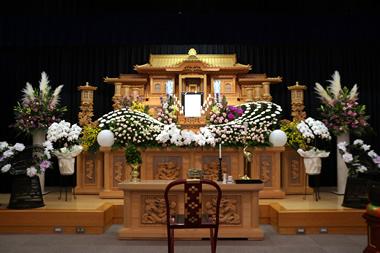 バラの花祭壇 080