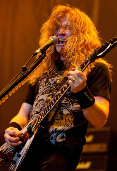 dave mustaine 楽しそうにギターを弾く大佐ちゃん