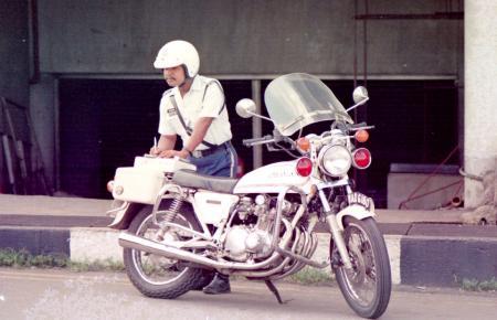 マレーシアの白バイ