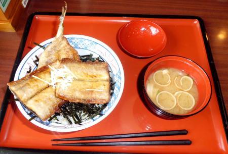 さんま竜田揚げ丼(現物)