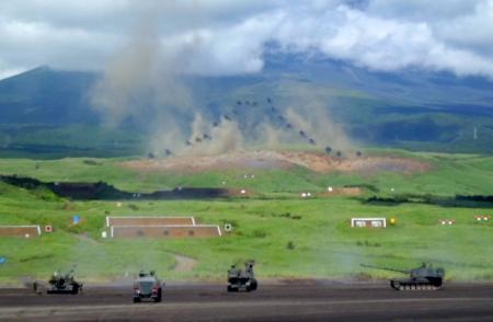 砲撃で富士山を作る