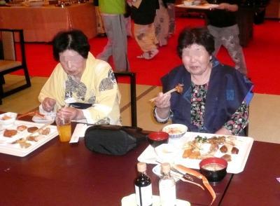 夕食中のお二人