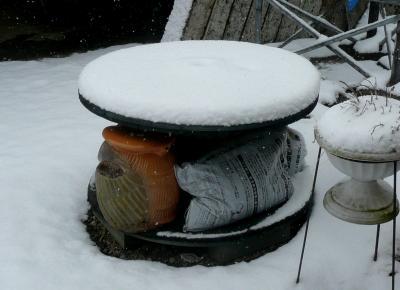 雪2月6日ガーデンテーブル