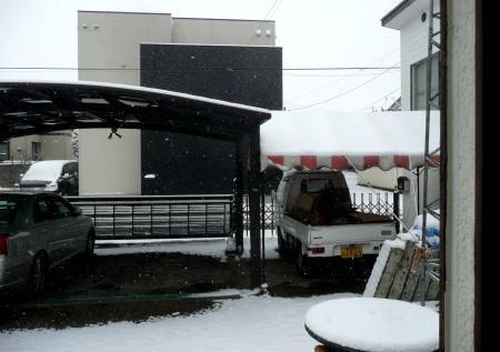雪2月6日カーポート方向