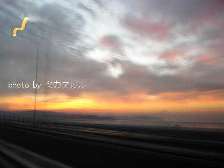 12.10.06朝焼けの明石大橋IMG_2642