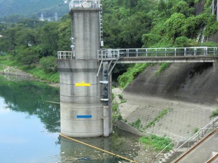 城山ダム取水塔