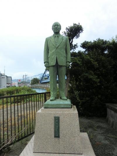 石井平理事長の像