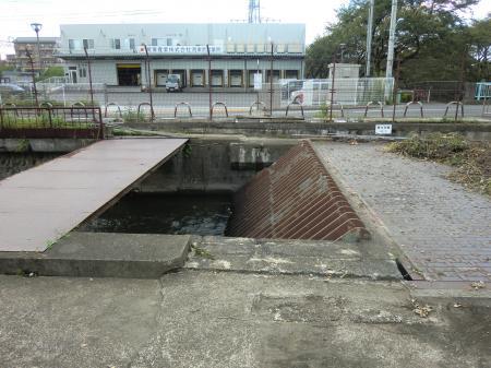 残堀川伏越呑口