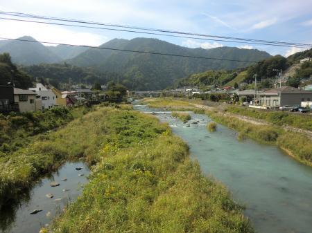 半原日向橋から中津川上流を望む