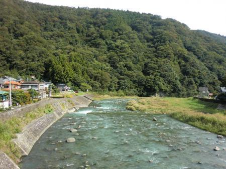 半原日向橋から中津川下流を望む