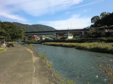 中津川取水堰から下流を望む
