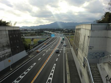 県道42号線信玄跨道橋から中津川大橋方面を望む