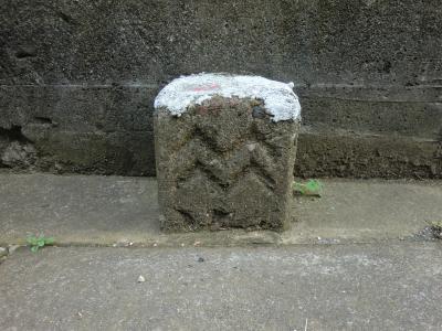海の杭(海軍境界杭・波入り)