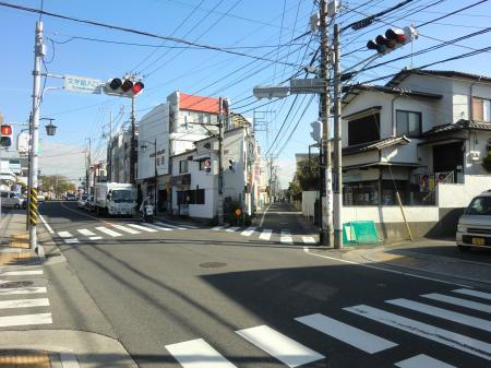 横須賀水道みち県道311号線文学館入口信号前
