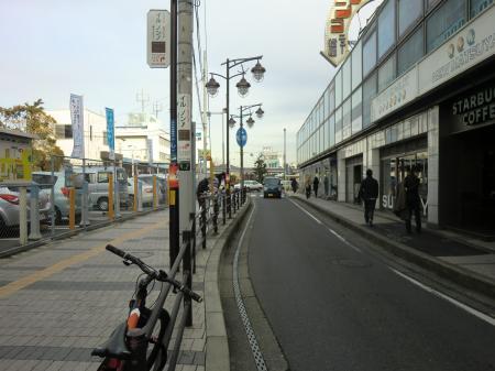 JR横須賀線逗子駅前