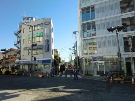 JR横須賀線逗子駅前の横須賀水道みち