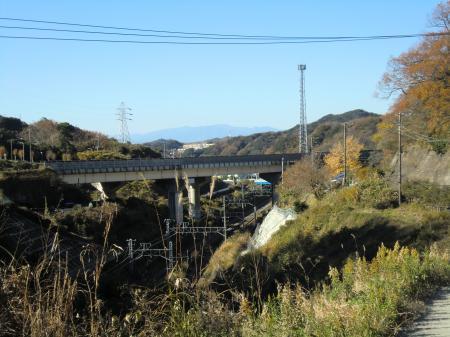 田浦配水場から見た水道みち上流方面