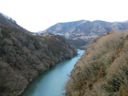 県道517号線桂橋より相模川上流を望む