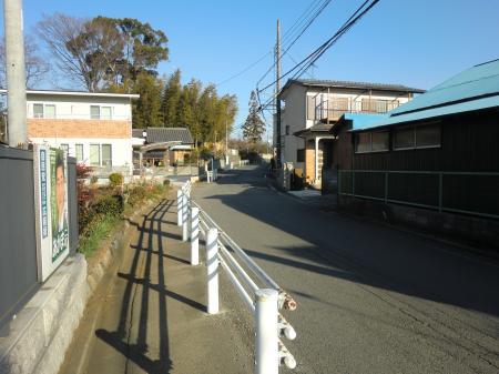 神奈川県営水道みち・大島北信号付近