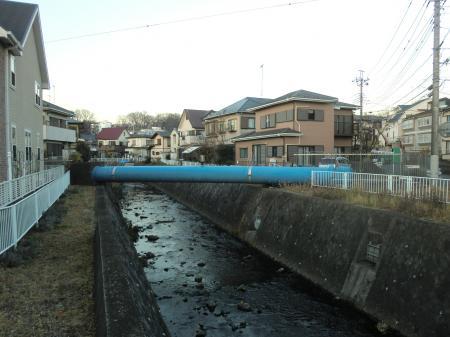 姥川田中橋より見た県水北相送水管