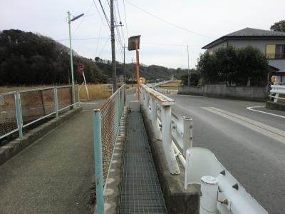 栗沢に架かる橋・愛川町角田