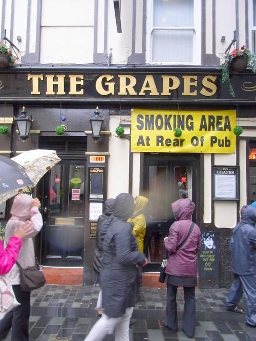 イギリスB2012.06 101The Grapes