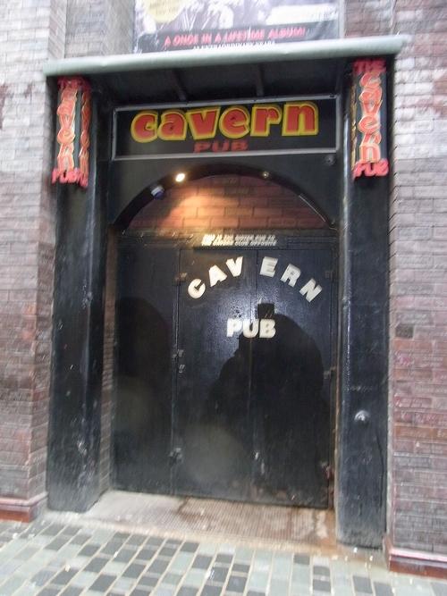 イギリスB2012.06 096Cavern Pub