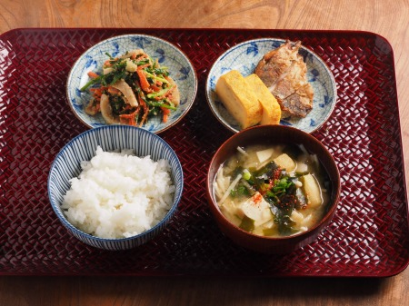 ニラとイカのごま和え朝食01