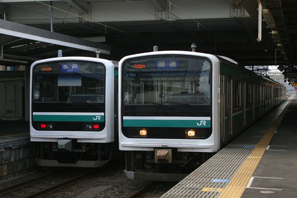 E501系 K701編成とK751編成の並び