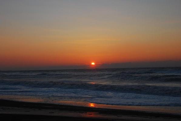 恋問海岸の初日の出