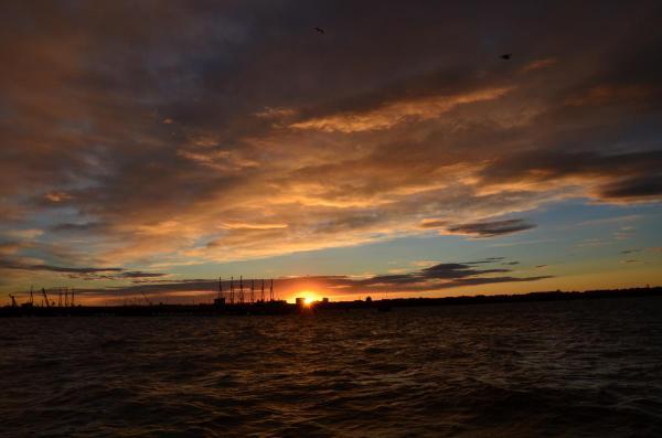 釧路  港の朝陽