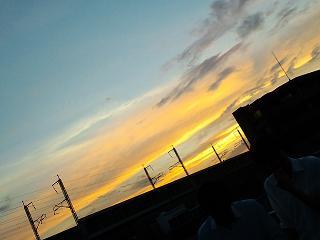 暑い一日の終わりの夕日