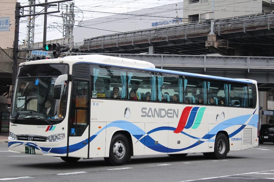 サンデン観光バス あ101