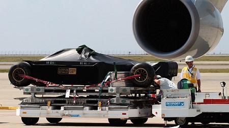 2012年F1日本GPに向けて到着したF1マシン