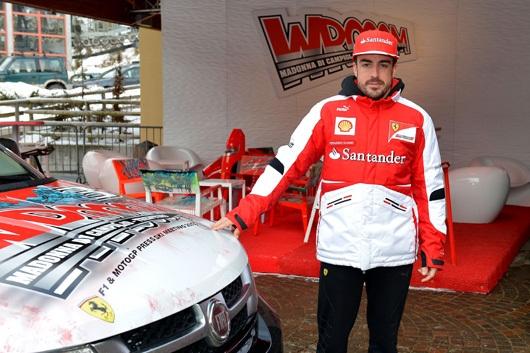 フェラーリの2013年版のチームウェア2