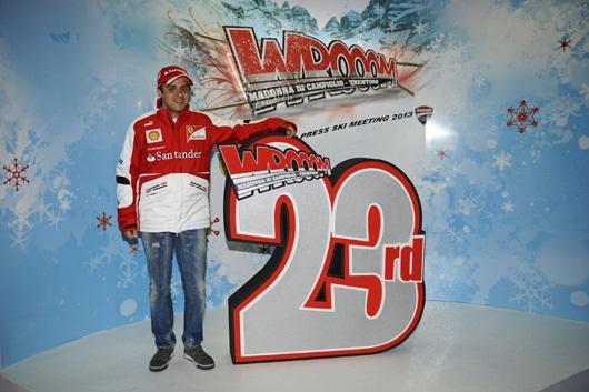 フェラーリの2013年版のチームウェア3