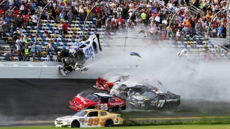 NASCARネイションワイドで多重事故