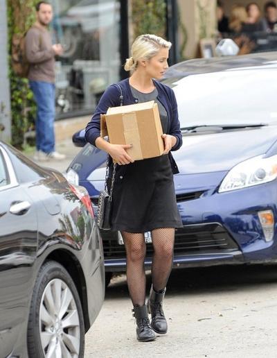 Dianna+Agron+in+Hollywood+20141117_01.jpg