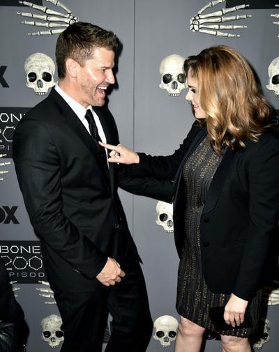 Emily+Deschanel+Bones+200th+Episode+Celebration+20141214_02.jpg