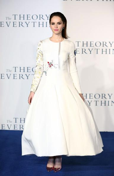 Felicity+Jones+Theory+Everything+Premiere+20141214_01.jpg