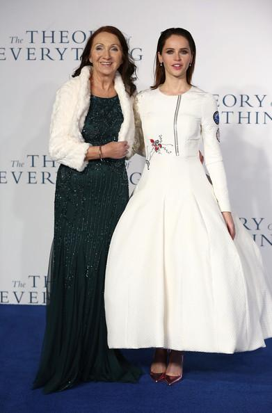 Felicity+Jones+Theory+Everything+Premiere+20141214_02.jpg