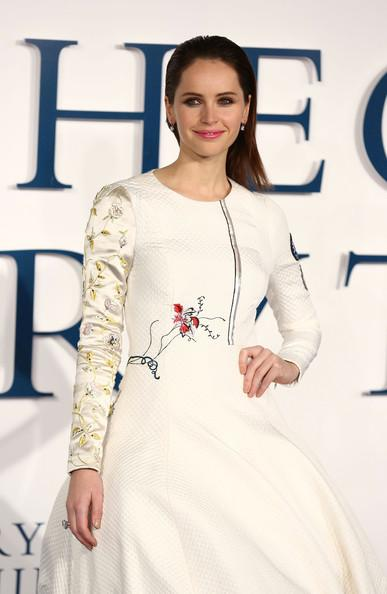 Felicity+Jones+Theory+Everything+Premiere+20141214_03.jpg