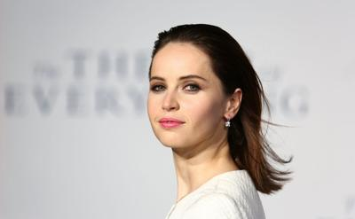 Felicity+Jones+Theory+Everything+Premiere+20141214_04.jpg