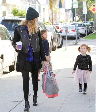 Jessica+Alba+shops+daughters+20141221_01.jpg