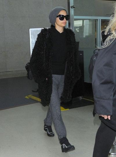 Nicole+Richie+Lands+LAX+Airport+20141117_03.jpg