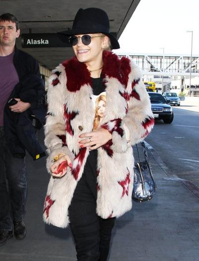 Rita+Ora+Touches+Down+At+LAX+20141214_04.jpg
