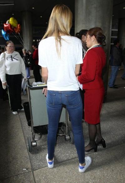 Rosie+Huntington+Whiteley+Arriving+Flight+20141221_03.jpg